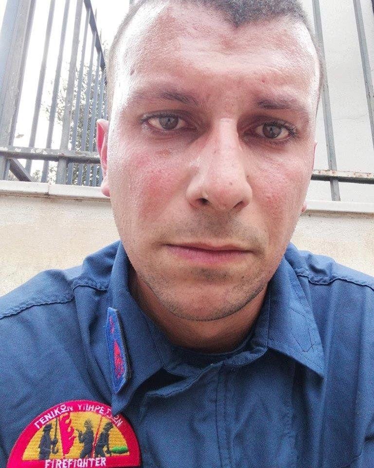 """""""Ще прегърна съпругата и момиченцето си така, сякаш никога не съм го правил."""" Разказът на един пожарникар от Гърция"""