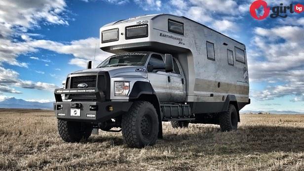 Отвън изглежда като военен камион, но когато надникнете вътре ще искате да живеете там (видео)