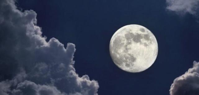 Вижте как Луната влияе върху децата ни и техния сън