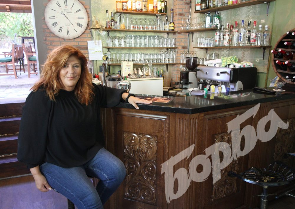 """Британци създадоха бар """"Кошера"""" в Пчелище, посетителите учат безплатно английски и български"""