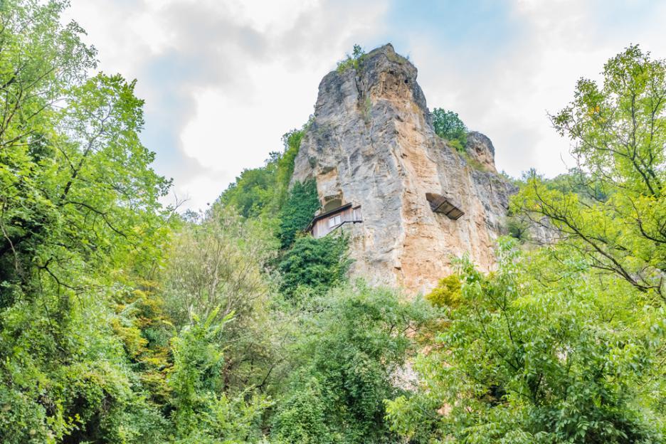 Фотопътешествие до Ивановските скални църкви